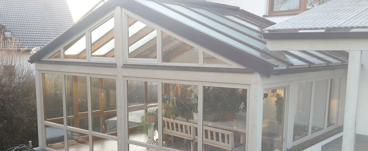Cam balkon çatılı kış bahçesi