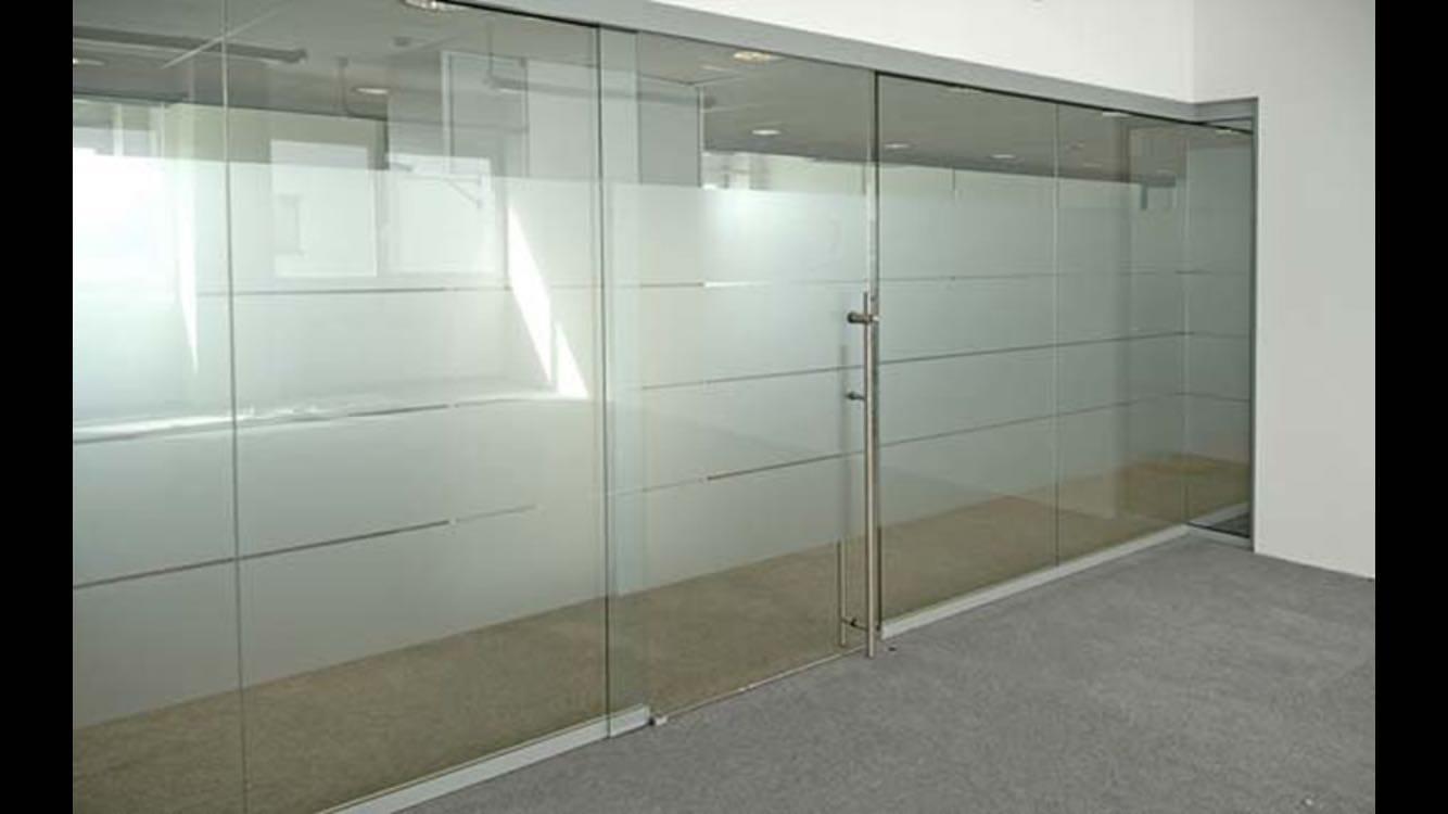 cam cama ofis bölme kapısı