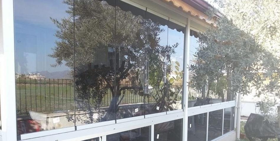 Pergola altı cam balkon sineklik