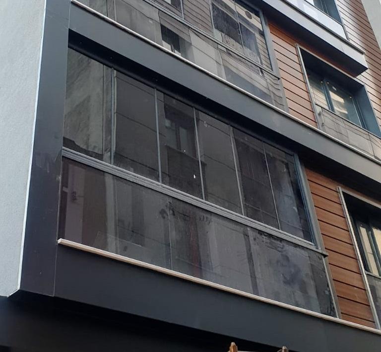 cam balkon ve baca deliği